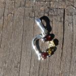 Anhänger Herz aus Silber mit  4 verschiedenen kleinen Bernsteinen