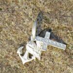 Silberanhänger als Liebe (Herz), Treue (Anker), Hoffnung (Kreuz) aus mattiertem Siber (925)