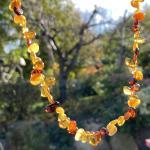 Wunderschöne Kette aus verschiedenfarbigen, polierten Bernsteinperlen