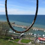 Collier aus dunklen, unpolierten Bernsteinwalzen mit Silberscheibchen dazwischen