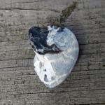 Halber, versteinerter Herzseeigel Cardiaster