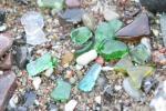 Set mit einem Stück Seeglas am Band und einem Märchen über Seeglas