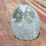 Schöne Steineule aus einem Rügener Kiesel