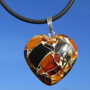 Grosses, wunderschönes Herz aus Mosaikbernstein an Silberöse