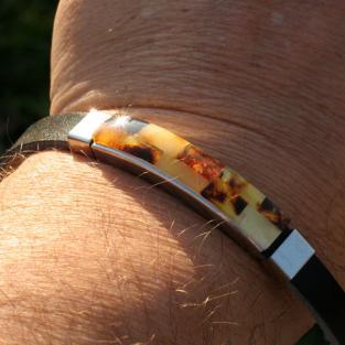 Edles Armband aus Leder mit Bernsteinintarsien ( individuell einkürzbar !!!)