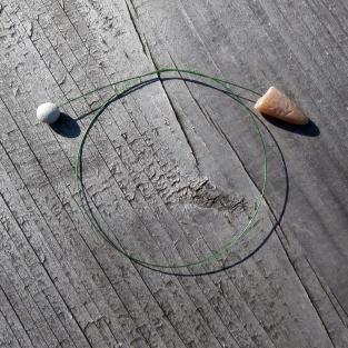 Lesezeichen aus flexiblen Draht mit Donnerkeilspitze und Kalkschwamm