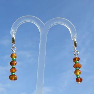 Schicke Ohrhänger aus Bernstein und Glasperlen