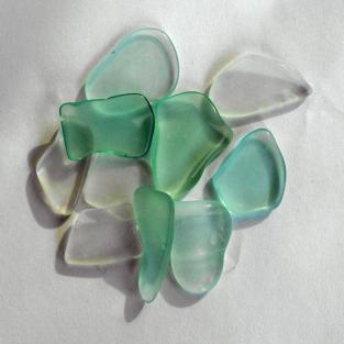 10 Stücken weisses Seeglas poliert