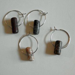 4er Set Weinglasmarker mit verschiedenen Steinstäbchen