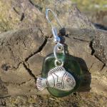 Ohrhänger mit grünem/türkisem Seeglas und Fisch