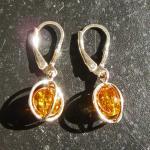 Extravagante Ohrhänger aus sonnengelben Bernsteinperlen im Silberdrahtgeflecht