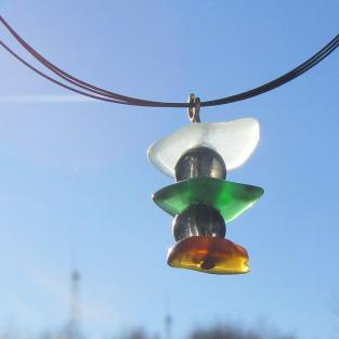 Anhänger aus Seeglas und grauen Glasperlen