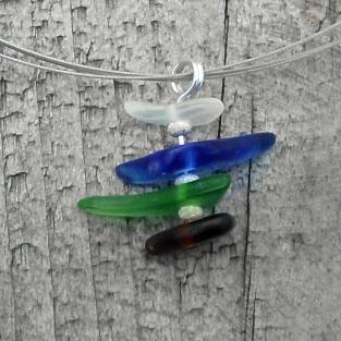 Anhänger mit 4 verschiedenfarbigem Seeglasstücken und diamantierten Silberperlen