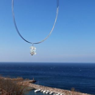Anhänger aus weissem/transparentem Seeglas mit diamantierten Silberperlen