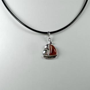 Anhänger Segelboot / Segelschiff aus Silber mit Bernstein