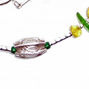 Schickes Collier mit goldgelben Bernsteinen, grünem Seeglas und Silber