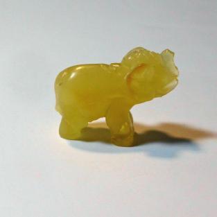 Elefant aus honigfarbigen Bernstein