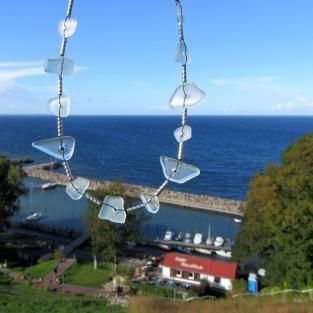 Edles Seeglascollier mit länglichen Perlen aus Silber