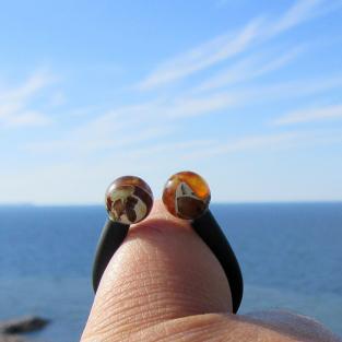 Flexibler Fingerring mit 2 Perlen aus Mosaikbernstein