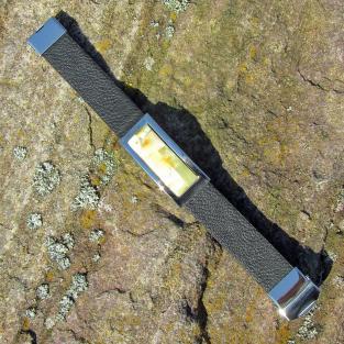 Edles Armband aus Kautschuk mit Intarsien aus hellem Bernstein ( individuell einkürzbar !!!)
