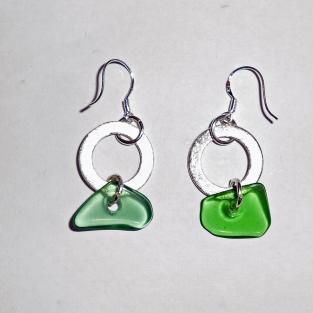 Ohrhänger mit Seeglas und Silberscheibe