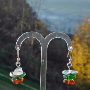 Ohrhänger aus 3 verschiedenfarbigen Seegläserns mit gebürsteten Silberscheiben dazwischen
