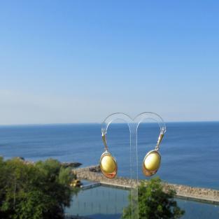 Edle, ovale Ohrhänger aus hellem/weissem Bernstein in Silber eingefasst