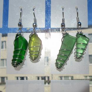 Ohrhänger aus verschiedenem Seeglas in einer Spirale