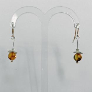 Ohrhänger mit Bernsteinkugel und Silberschale