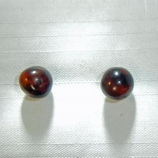 Ohrstecker mit polierten, unegalen Perlen aus Bernstein