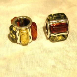 Grosses Bead aus Silber mit grünen, gelben und kognacfarbenen Bernsteinen für Pandora
