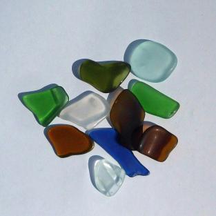 10 Stücken Seeglas poliert bis 2 cm