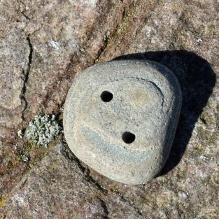 Steinknopf aus einem, grünlichem, schönen Sandstein von der Rügener Küste