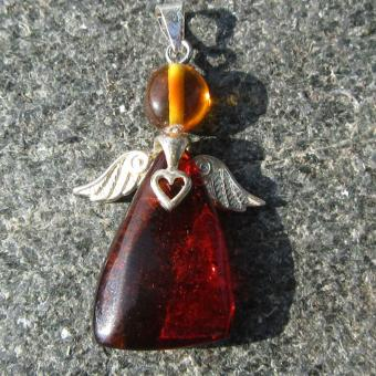 Schöner Engel Schutzengel mit verschiedenen Bernsteine und Herz
