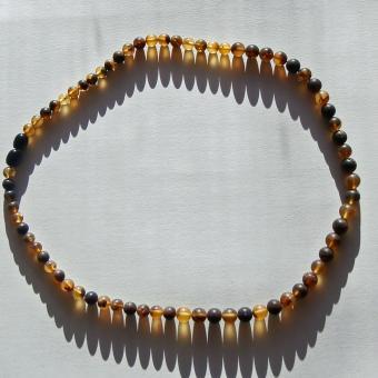 Elegante Perlenkette aus Bernstein, unpoliert