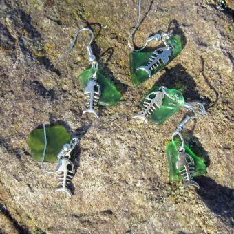 Ohrhänger mit verschiedenem Seeglas und Fishbone gruen