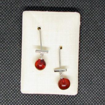 Schicke Ohrhänger mit  dunkelbraunen / kirschroten Bernsteinperlen
