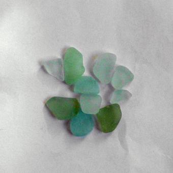 10  Stücken weisses Seeglas, unpoliert bis 2cm