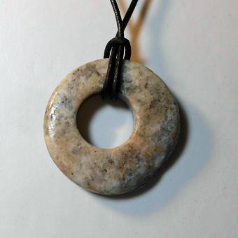 Steinring, auf jeder Seite eine andere Farbe